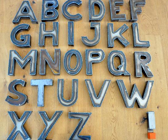 Metallbuchstaben-ABC-Deko