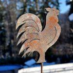 Metall Gartendeko Hahn Erdspieß aus Stahlblech wird rostig von Feinrost
