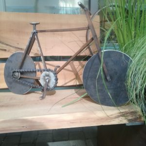 Gartendekoration Up - Cycle Fahhrad aus recycling Materialien